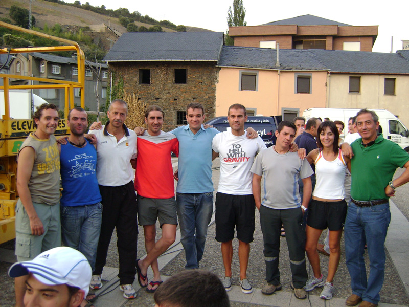 De izquierda a dcha: Toño, Belarmino, Miguel, Jorge, Rober, Rubén, Jolis, La 2ª y Toño (y Beni detrás de la cámara)